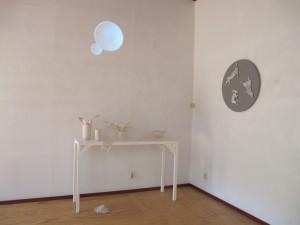 Dag voor de opening, mijn hoekje met Geheugenverzameling, Hoekcontact, Going round (in wit brons!) en Tijdloos (filmprojectie)